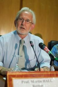 Martin Hall donne une conférence sur l